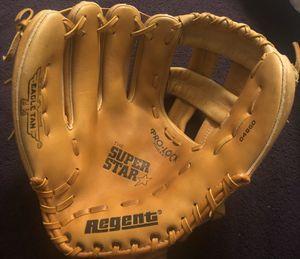 Left-Handed Throw Regent Baseball Glove for Sale in Hacienda Heights, CA