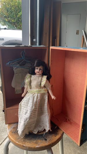 Antique doll and trunk case for Sale in Maple Valley, WA