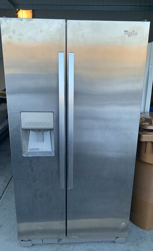 Whirlpool stainless fridge for Sale in Glendale Heights, IL
