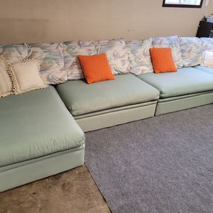 Beautiful Sectional Couch for Sale in Renton, WA
