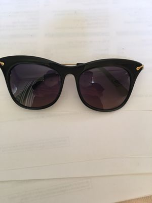 Elizabeth and James Fairfax Sunglasses for Sale in Murrieta, CA