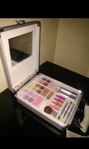 NEW MAKEUP WITHOUT USED NEW for Sale in Wheatland, CA