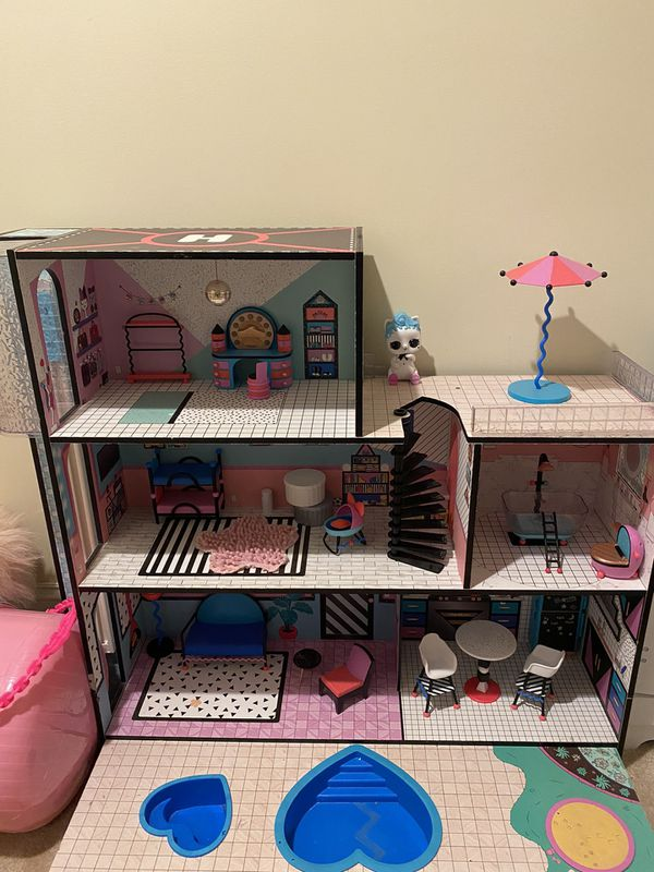LOL Surprise doll house with accessories