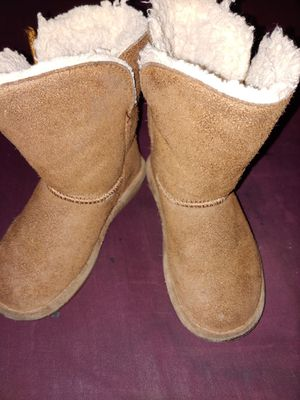 Toddle girl bear paw boots for Sale in Beavercreek, OH