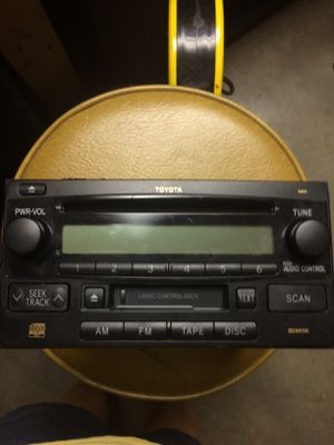 2007 Toyota Highlander Tape Deck/CD Player with 6 Programmable Radio Stations for Sale in Daleville, VA