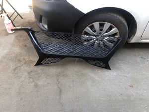 16.17 TOYOTA CAMARY LOWER GRillE for Sale in Compton, CA