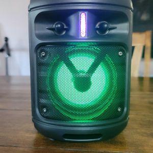Bluetooth Speaker Loud and Clear FM Radio 4 Hour Battery. Bocina Bluetooth, sonid o claro y fuerte 4 horas de batería y radio FM for Sale in Los Angeles, CA