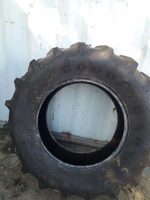Tractor tire Goodyear 14.9 x 28 tubeless for Sale in Hickory Hills, IL