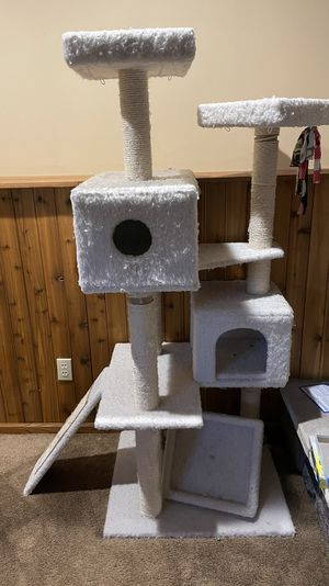 Cat tree for Sale in Kewaskum, WI