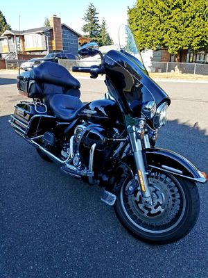2012 Harley Davidson Electraglide Ultra Limited Edition. Screamin' Eagle CVO 110 CI Motor. Over $5,200 In Add Ons! Clean Title! for Sale in Lynnwood, WA