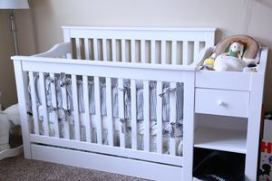 Crib davinci with changing table for Sale in Frisco, TX