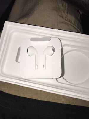 New IPhone 7 Earbuds Original for Sale in Woodlake, CA