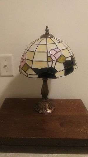 ANTIQUE ROSE STAIN GLASS LAMP for Sale in Portsmouth, VA