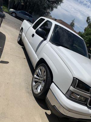 06 Chevy Silverado for Sale in Fresno, CA
