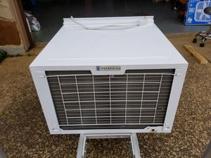 24000 BTU AC & HEAT WINDOW UNIT for Sale in Katy, TX