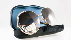 Authentic Gucci gg0595 008 round sunglasses for Sale in Los Angeles, CA