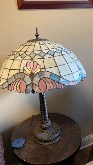 Beautiful Stained Glass Vintage Lamp for Sale in Burlington, NJ