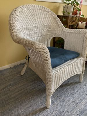 Classic white wicker chair for Sale in Arlington Heights, IL