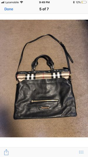 Burberry crossbody bags size large 100% real with dust bag , pre owned like new original price $1200 asking price $700 for Sale in Philadelphia, PA