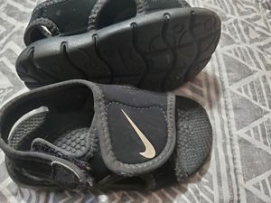 Nike sandals for Sale in Fresno, CA