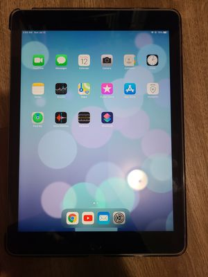 6th generation iPad 32 GB with Logitech Apple pen for Sale in Vancouver, WA