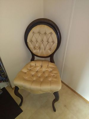 Antique England style chair asking $75.00 for Sale in Tampa, FL