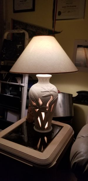 2 matching lamps with a tall floor lamp for Sale in Port St. Lucie, FL