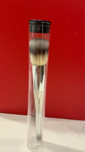 IT Heavenly Luxe™ Complexion Perfection Brush #7 for Sale in Whittier, CA