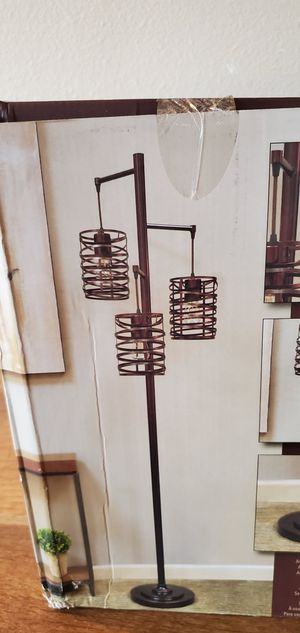 METAL. FLOOR. LAMP for Sale in Tumwater, WA
