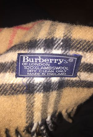 Burberry scarf for Sale in Oxon Hill, MD