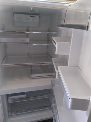 Refrigerator with icemaker for Sale in Virginia Beach, VA