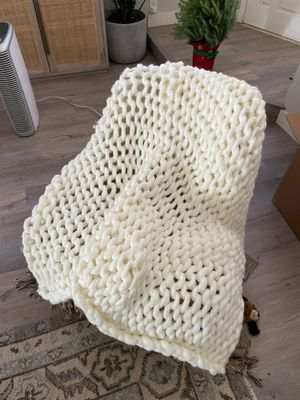 Casaluna chunky knit throw blanket for Sale in Henderson, NV
