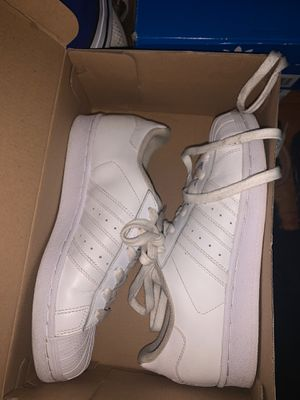 White addidas sz 5 for Sale in Florissant, MO