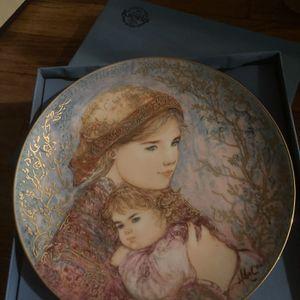Edna Hibel Vintage Collector Plate for Sale in Woodbridge Township, NJ
