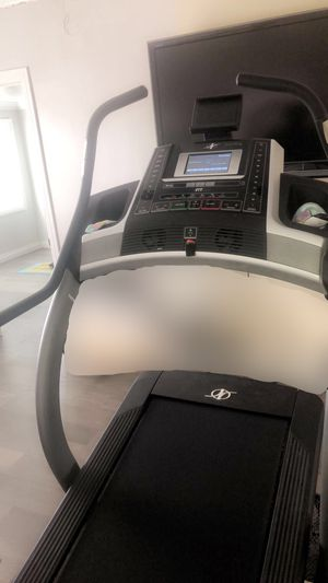 NordicTrack incline trainer X9i treadmill for Sale in Los Angeles, CA