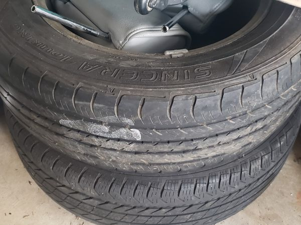 P225/60R17 2006 Nissan Quest Rims and tires.