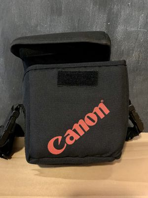 Canon Camera Bag, with adjustable strap and Velcro dividers for Sale in Philadelphia, PA