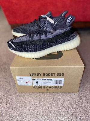"""Adidas Yeezy 350 V2 """"Carbon"""" sz 6 for Sale in Decatur, GA"""