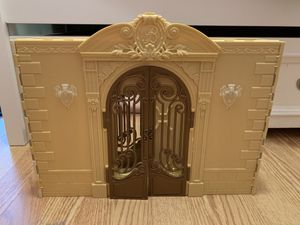 Bratz Dolls Mansion House Fold Out Retro Vintage. Great preowned condition. for Sale in West Palm Beach, FL