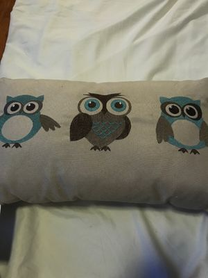 Owl accent pillow for Sale in Los Angeles, CA