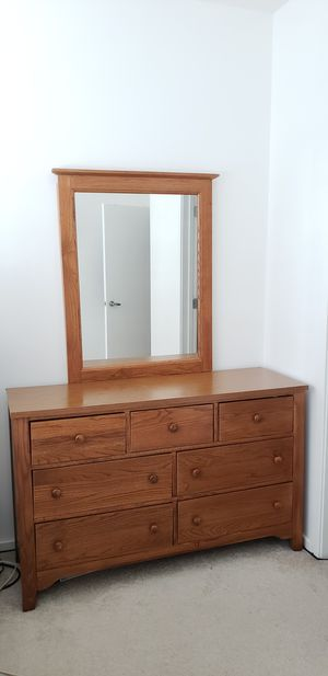 7 drawer wood dresser for Sale in Chicago, IL