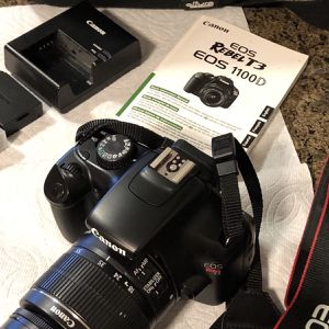 Canon Rebel T3 EOS 1100D for Sale in Pasadena, CA