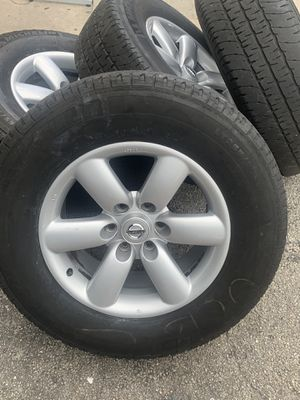 Nissan Frontier with michelin Tires 265/70/R18 LT for Sale in Fort Lauderdale, FL