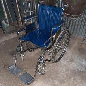 "Everest Jennings Traveler 17 1/2"" Wheelchair [Read Description] for Sale in Phoenix, AZ"