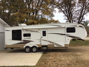 Laredo 5th Wheel Camper Trailer With SlideOut for Sale in Arena, WI