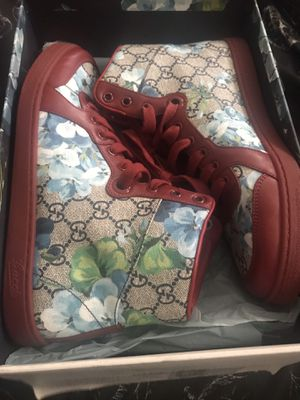 Women's Gucci Sneakers (size 39 $women's 9 US for Sale in Obetz, OH