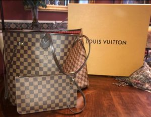 Louis Vuitton Neverfull Bag & Clutch for Sale in Bradenton, FL