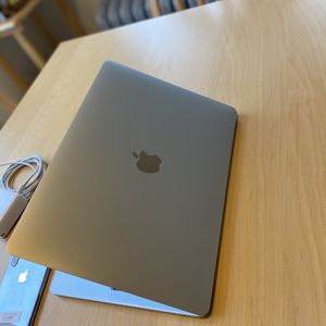 MacBook Pro 2017 * Mint Condition for Sale in Chicago, IL