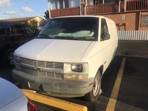 Chevy Astro van 2000 PARTS for Sale in Hialeah, FL