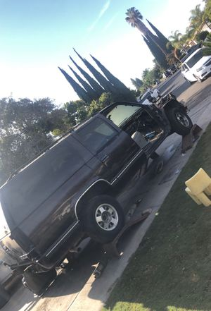 99 suburban Free Bring ur wheels W/bill of sale only for Sale in Reedley, CA